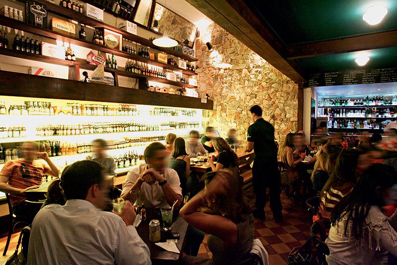 Salão do Coisa Boa no Itaim: a gôndola refrigerada está sempre repleta de cervejas importadas