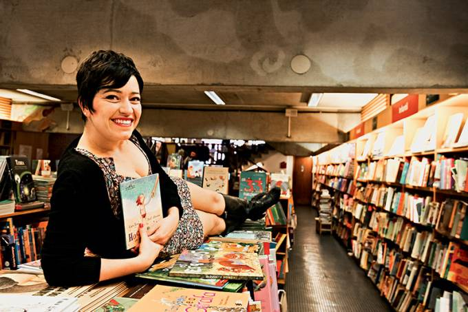 contadora de histórias e escritora Kiara Terra