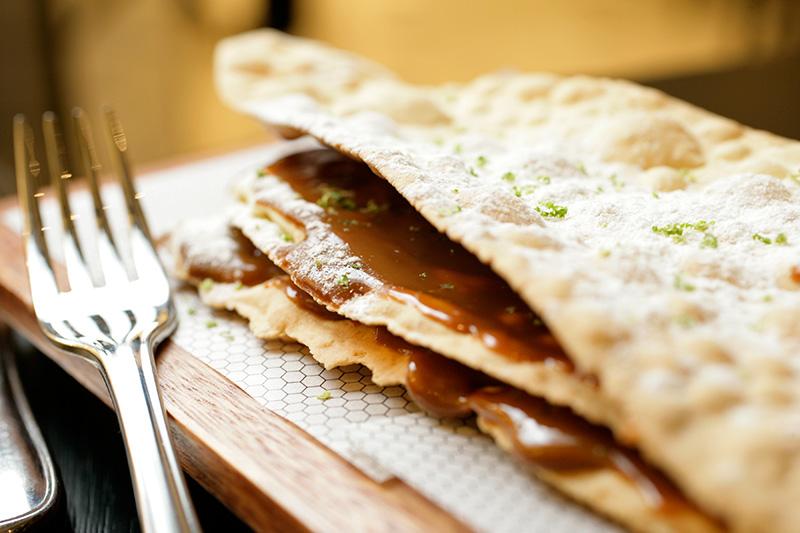 Tabletón mendocino: camadas de massa fina como um biscoito intercaladas por doce de leite argentino