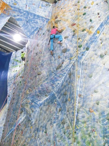 Parque de escalada indoor: adrenalina com segurança