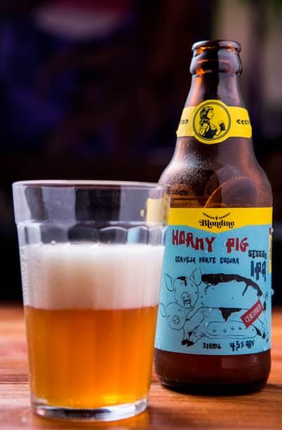 A garrafa de 310 mililitros da amarguinha Horny Pig