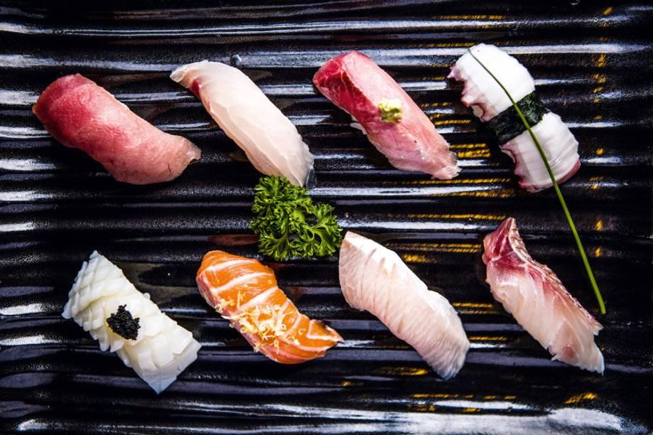 Sushi misto individual com oito unidades