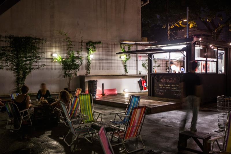 O espaço ocupa um antigo estacionamento perto do Largo da Batata