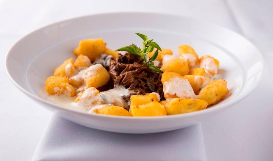 Uma das novidades é o nhoque de mandioquinha frito e misturado a carne de panela e gorgonzola
