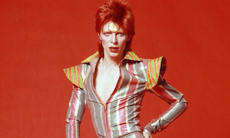 O cantor David Bowie, em 1973: homenagem em bloco de Carnaval