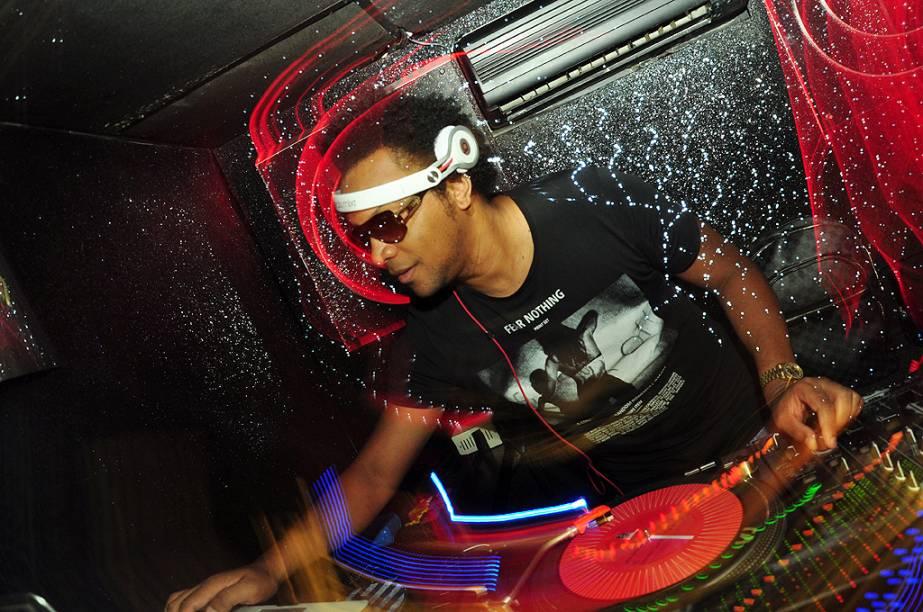 DJ Puff: comanada session de hip hop na Royal