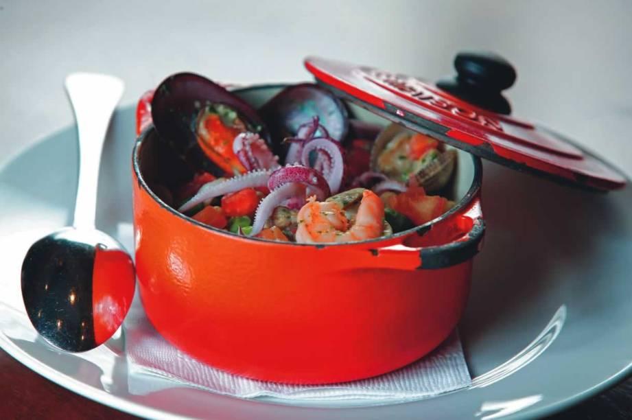 Uma das tentações do cardápio do Bar da Dona Onça: panelinha de frutos do mar