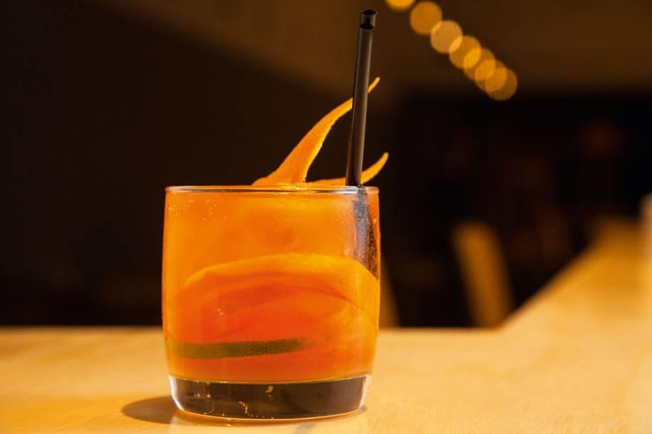 Zitrone: leva Aperol, limão, laranja, licor de gengibre e club soda
