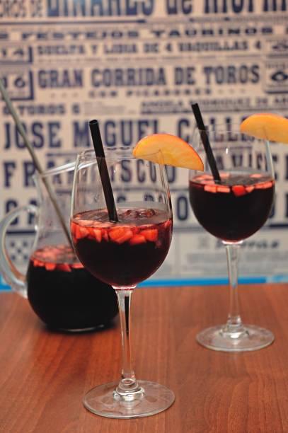 No cardápio do espanhol Sancho Bar y Tapas: sangria em jarra