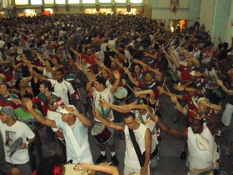 Ensaio da escola de samba X-9 Paulistana