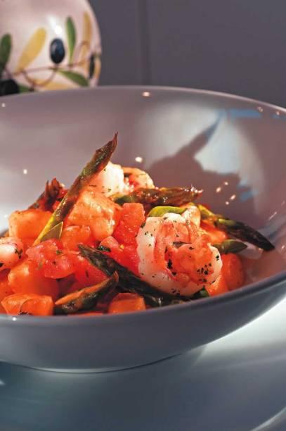 Nhoque com aspargo e camarão