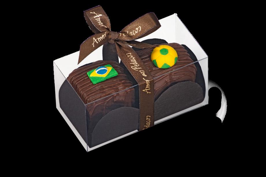 Amor aos Pedaços: caixa com dois minipães de mel ao licor de leite condensado, cobertos com chocolate ao leite e decorados com figuras de açúcar (R$14,00)