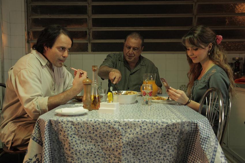 Quando Eu Era Vivo: Marat Descartes, Antônio Fagundes e Sandy Leah em cena