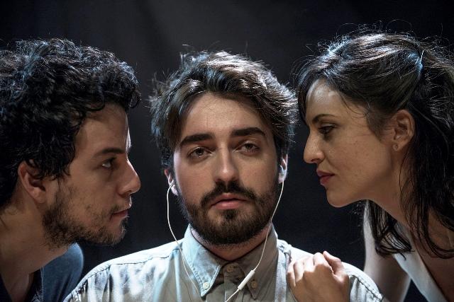 Os atores Johnnas Oliva, Guilherme Mazzei e Laís Marques