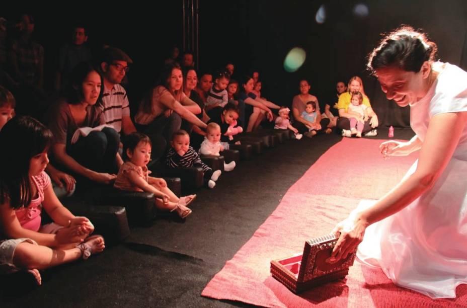 A peça Bailarina, com a atriz e diretora Sandra Vargas: nenês atentos