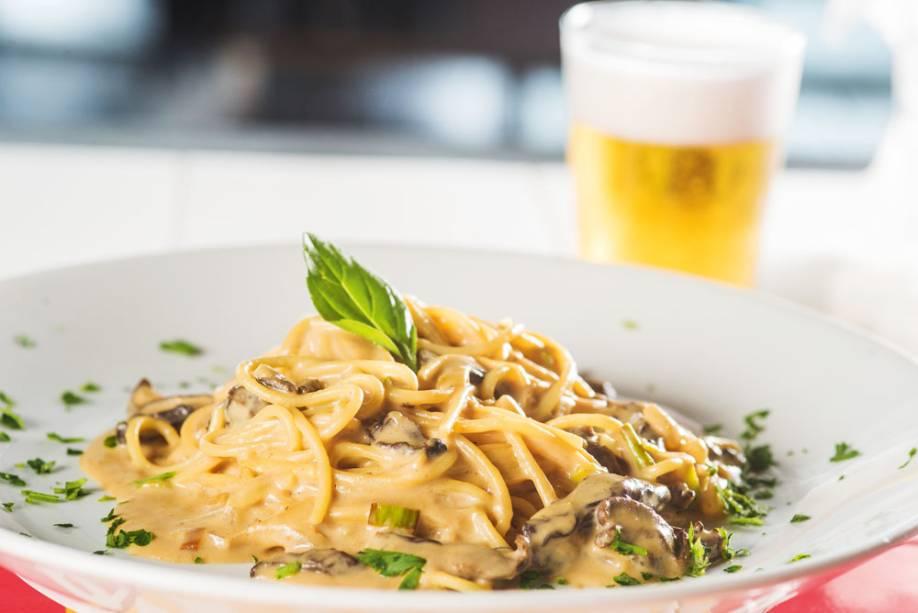 Espaguete ao molho de cogumelo: uma das receitas do self-service