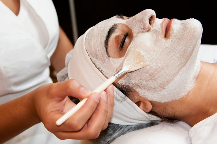 Face and Hands Care: tratamento consiste na higienização facial seguida de aplicação de máscara facial à base de iogurte