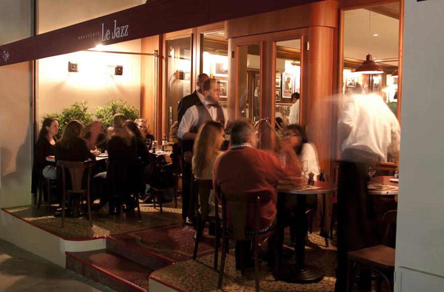Além dessa unidade, há duas outras e um bar, o Le Jazz Petit Bar