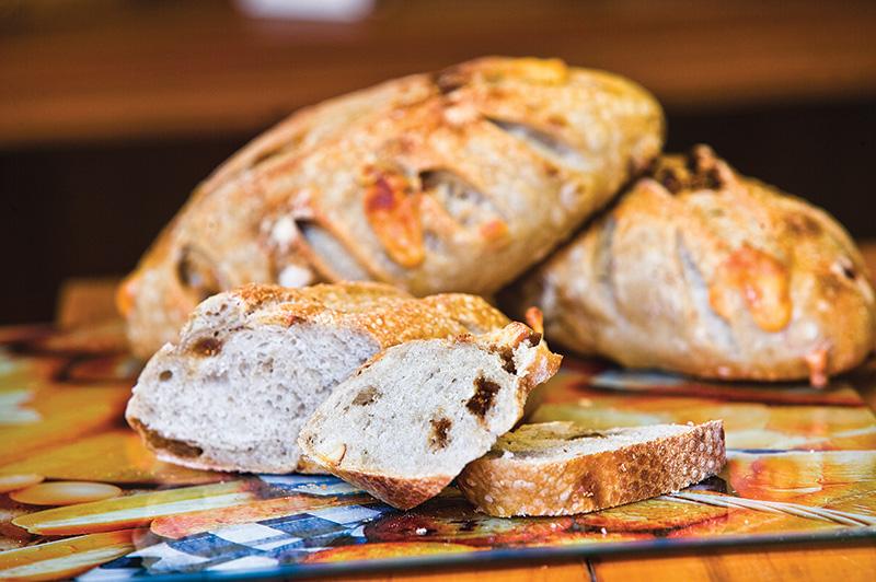 Pão de figo seco e provolone: o frete é grátis