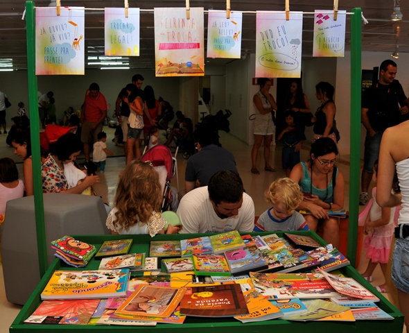 Itaú Cultural: Feirinha de Troca de livros
