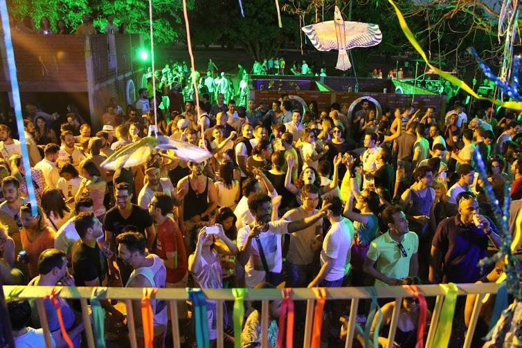 Festa Mimosa: festança com cenografia elaborada faz segunda edição na capital paulista