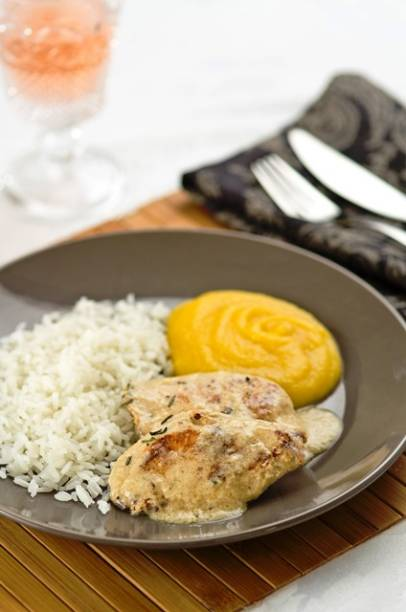 Dona Mesa: filet de frango com musselini de mandioquinha