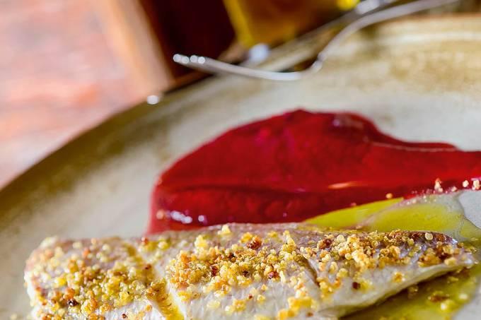 Osteria del Pettirosso – Peixe do dia com quinoa crocante e purê de beterraba