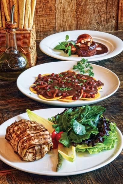 Compõem a seleção: berinjela caprese, ravióli de carne e brownie com macadâmia