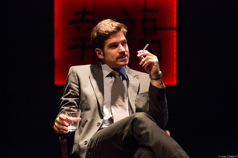 A comédia dramática de David Mamet ganha montagem brasileira dirigida por Alexandre Reinecke
