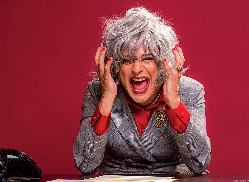 Nilton Bicudo em cena de Myrna Sou Eu: em cartaz no Teatro Augusta