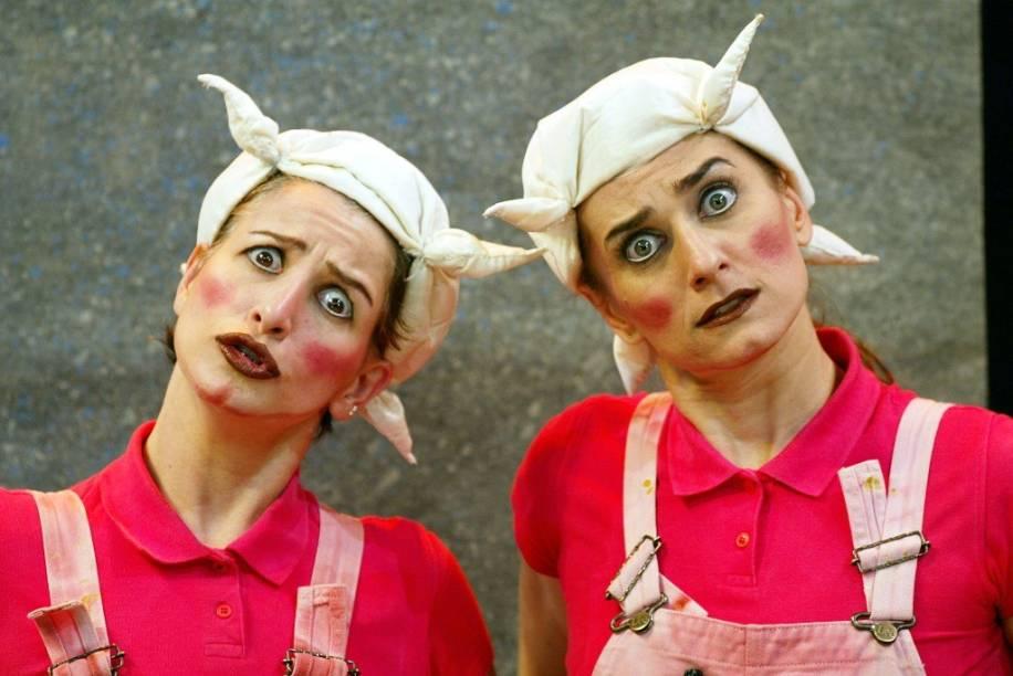 Os Três Porquinhos: as atrizes Alexandra Golik e Carla Candiotto se revezam em sete papéis