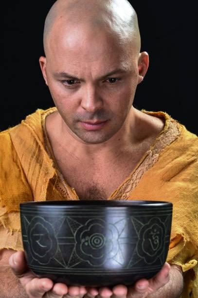 A dramaturgia, direção e performance são assinadas por Daniel Lobo