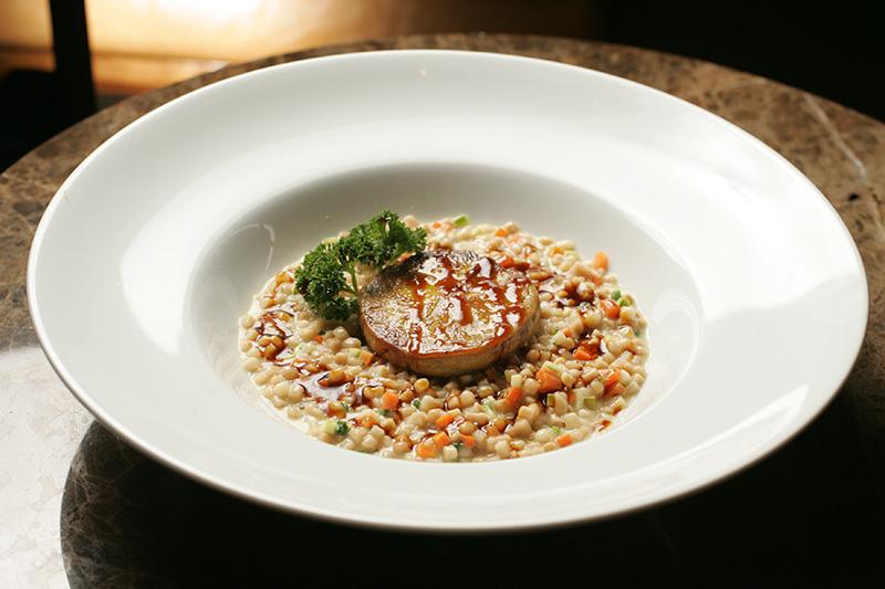Fregula com legumes e foie gras sauté