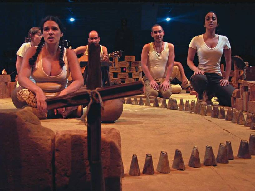 Cia. do Tijolo: musical leva à cena o lirismo e a simplicidade da poesia de Patativa do Assaré