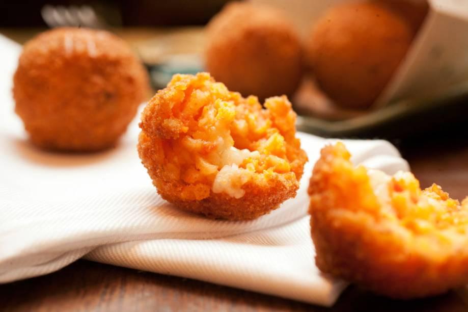 Os arancini: bolinhos de arroz à italiana, são ideais para partilhar