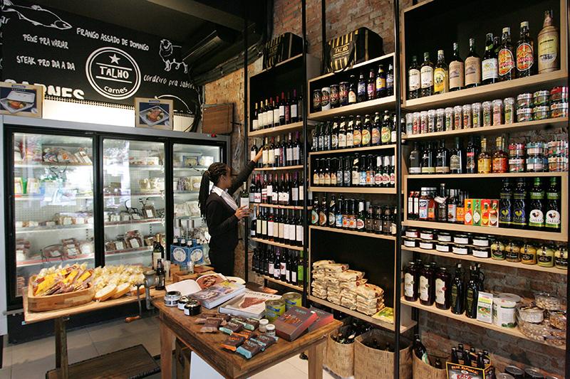 Completam a seleção de produtos temperos para churrasco, bebidas e antepastos