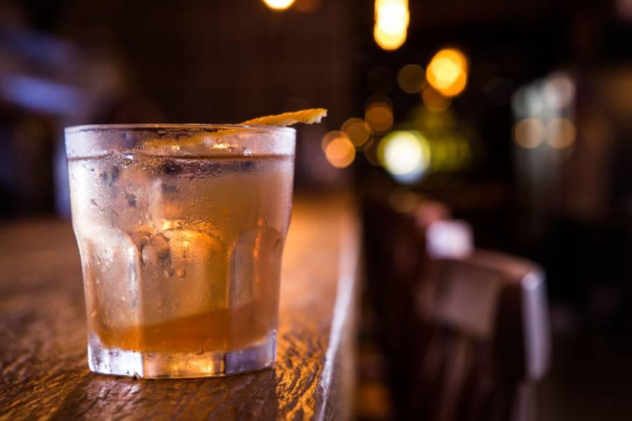 Há drinques de bourbon exclusivos da unidade, caso do old fashioned