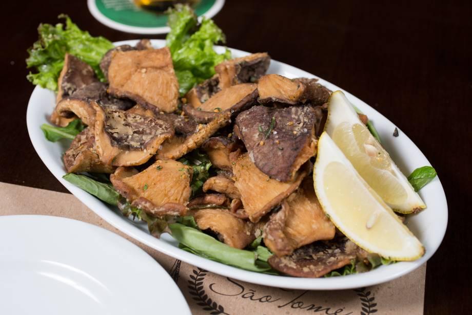 Opção vegetariana, o cogumelo shiitake à passarinho tem tempero de alho frito e salsinha