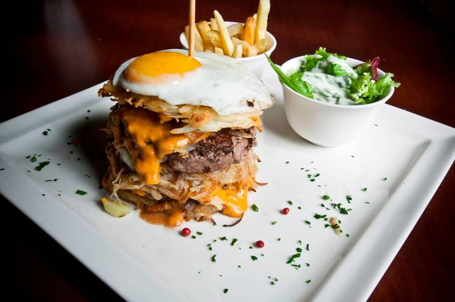 Hambúrguer especial 3B: dois hambúrgueres de picanha (180 gramas), bacon, molho cheddar, tomate e ovo frito mais batata rosti