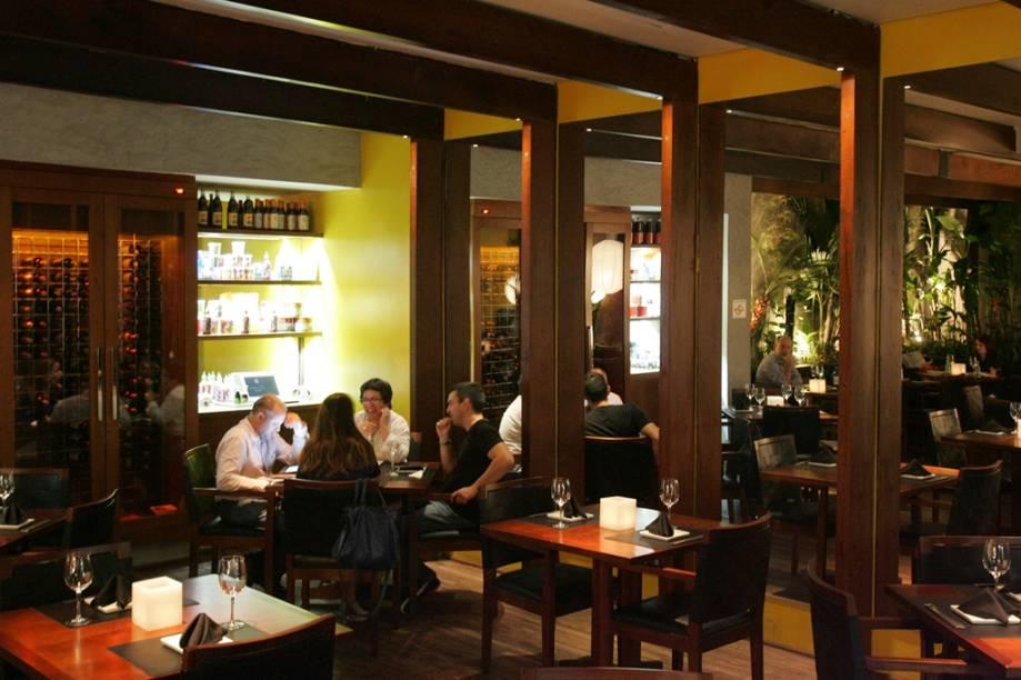 Salão charmoso, aberto apenas para o jantar durante a semana e no almoço de domingo