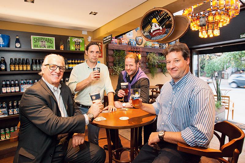 Garcia, Fedalto, Patury e Hemmelmann, na Get Your Beer: misto de bar e showroom