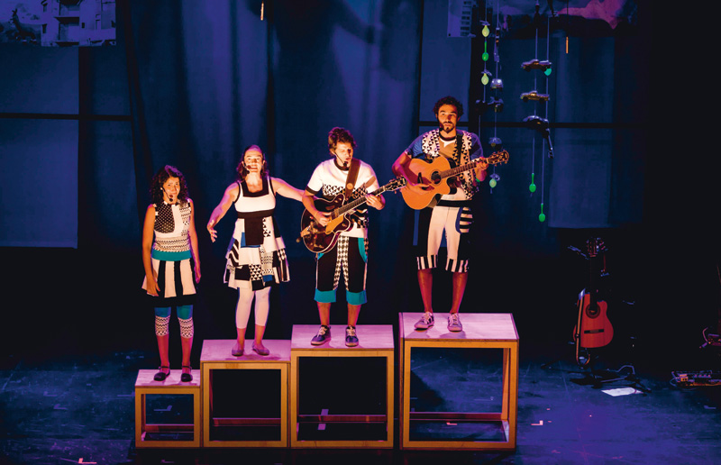 Bel, Diana, Wem e mundy: mescla de música, teatro e brincadeiras
