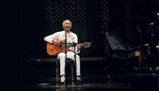 O cantor e compositor: o repertório traz clássicos da bossa nova