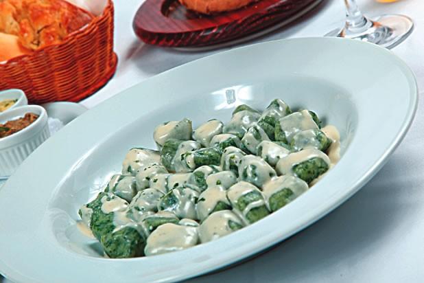Nhoque verde com molho de gorgonzola: umas das opções do menu do Aguzzo Cucina e Vino