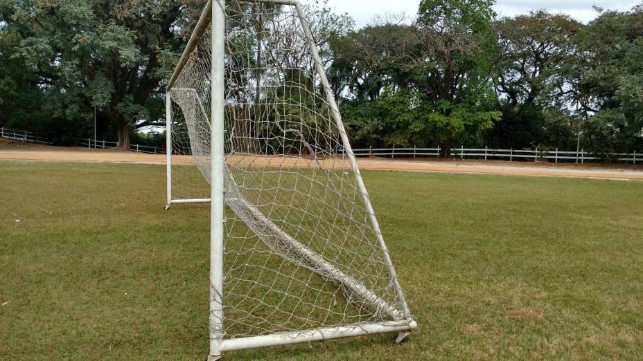 Gol: algumas traves para jogar futebol são móveis