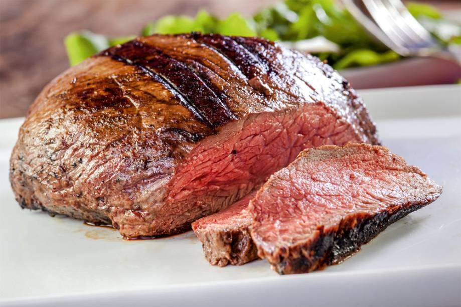 Baby beef: entre os cortes servidos na companhia de bufê de guarnições