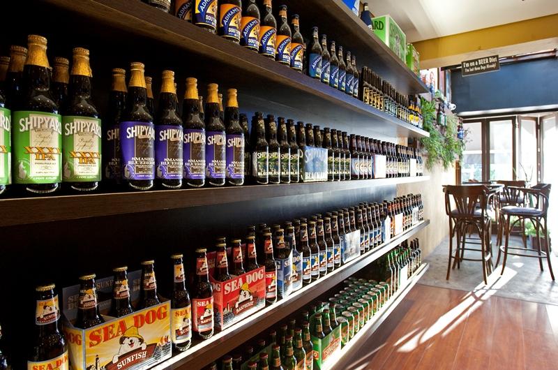 Nas prateleiras ficam garrafas trazidas pela importadora Get Trade, dos mesmos sócios