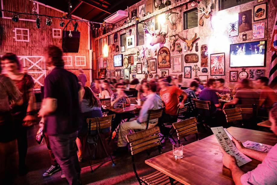 O espaço com jeitão de saloon: apresentações musicais