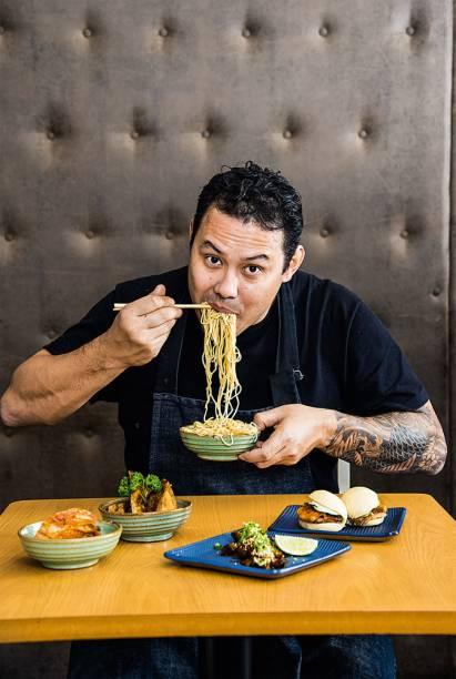 Quem comanda a cozinha é o chef Daniel Parolin Hirata
