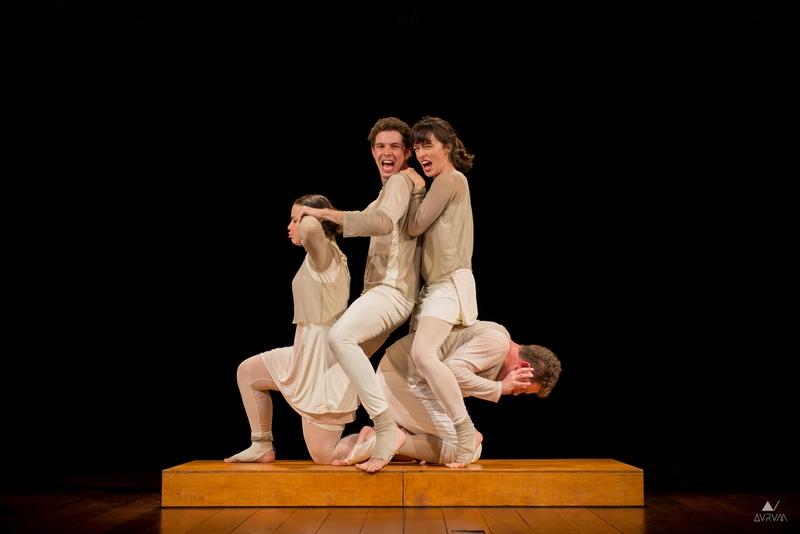 O grupo Companhia de Teatro Manual, do Rio de Janeiro, traz a peça Hominus Brasilis a São Paulo